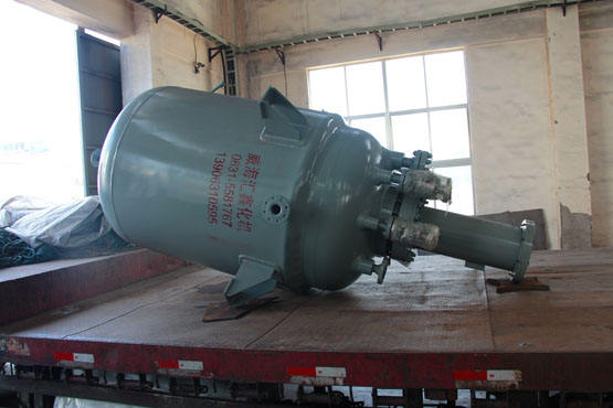 给福建省某单位上2台2000L的磁力密封反应釜
