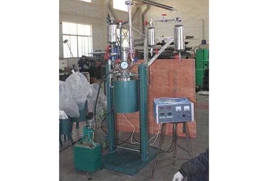 釜体升降翻转带滴加、蒸馏、冷却、回收系统
