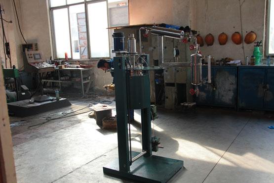 釜体升降翻转带冷凝回收装置